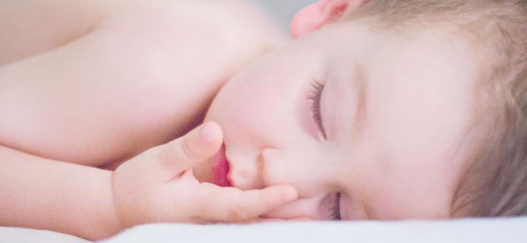 Perché il mio bambino russa quando dorme?
